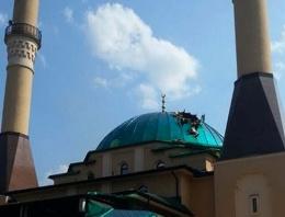 Cami'ye büyük hakaret! Çirkin saldırı
