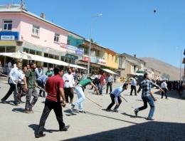 PKK yandaşları esnafa saldırdı