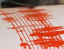 İzmir açıklarında gece yarısı deprem