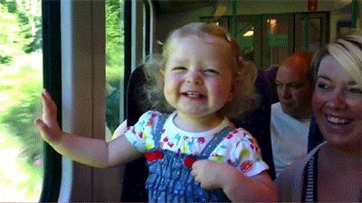 Küçük kızın herkesi güldüren şaşkınlığı