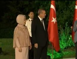 Erdoğan çiftine 'gül' jesti!