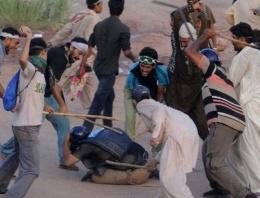 Göstericiler polisi linç etti