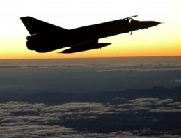 Diyarbakır'da savaş uçakları