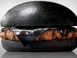 Kömürlü mürekkepli burger yok satıyor!