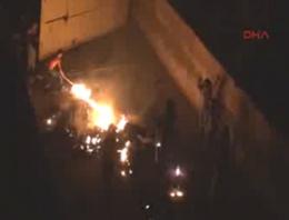 Cizre'de iki okulu ateşe verdiler