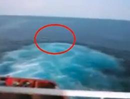 Türk denizciler iki Afrikalıyı okyanusun ortasına bıraktı