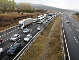 TEM Otoyolu 12 saat trafiğe kapandı