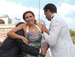 Tuğba Altıntop'u 3 kişi otomobile zor sığdırdı!