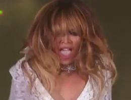 Beyonce'nin göğüs frikiği büyük olay oldu!