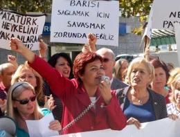 CHP'li kadınlardan başörtüsü protestosu