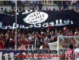 Tribünde dev IŞİD bayrağı açtılar!
