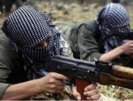 Yol kesen PKK'lı grup 3 aracı ateşe verdi!