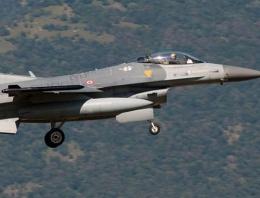 Ege'de Türk jetlerine taciz