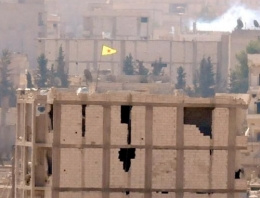 Kobani son dakika YPG bayrak astı