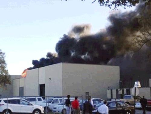 Uçak binaya çakıldı: 2 ölü!