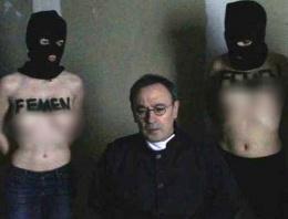 FEMEN'den çıplak Papaz fotoğrafları
