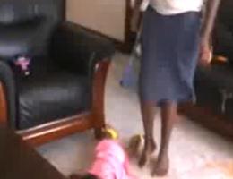 Uganda'da bakıcı dehşeti!