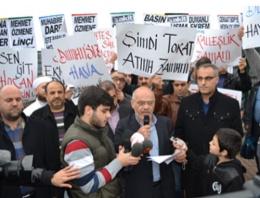 Zaman gazetesi önünde Ekrem Dumanlı protestosu