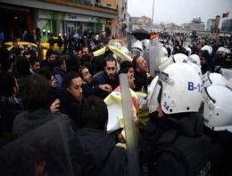 Taksim'de CHP'lilere gazlı müdahale!