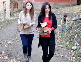 Odun kırıp soba yakmayı öğrenen kadın öğretmenler