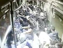Metrobüs içinde saniye saniye kaza anı