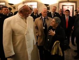 Papa ziyaretine Serra Yılmaz tepkisi