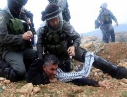 Batı Şeria'da Filistinli göstericilere sert müdahale!