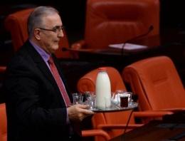 Meclis'e tepsi dolusu bardak ve sütle geldi