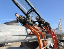 Orgeneral Öztürk Solotürk'te uçtu!
