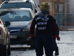 Teröristler İstanbul'da okul bastı