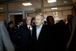 Kılıçdaroğlu'ndan Yaşar Kemal'e ziyaret