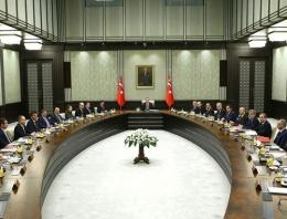 Cumhurbaşkanı Erdoğan'ın yanındaki 'kırmızı kitap' sırrı
