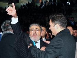 AK Parti kongresinde kavga çıktı