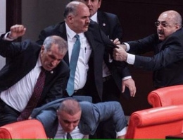 Meclis'teki vekil kavgasında kan döküldü