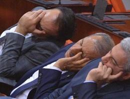 Vekiller perişan oldu kimi uyudu kimi de...