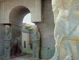 IŞİD 3 bin yıllık antik kenti dozerle yıkıyor!