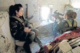 Esad'ın kadın askerleri! İlk kez çekildi!