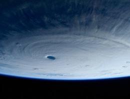 Süper tayfun böyle görüntülendi