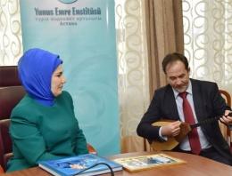 Emine Erdoğan'a Kazakistan'da Dombra şov
