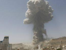 Yemen son durum askeri kampa bomba yağdı