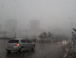 Yok artık! Ankara'da lapa lapa kar!