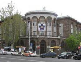 Erivan sokaklarında tepki çeken 1915 afişi