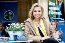 28 yaşındaki parti lideri kıza bakın!