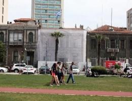 Çipras İzmir'deki o binayı kurtardı