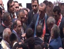 Erdoğan bu kez  korumalarını korudu