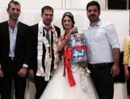 Düğünde geline 'damacana' taktılar!