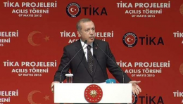 Erdoğan o sanatçıyı topa tuttu!