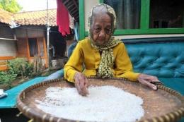 140 yaşındaki kadın rekora koşuyor