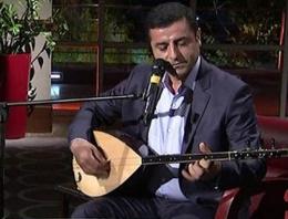 Demirtaş'tan canlı yayında türkü sürprizi!