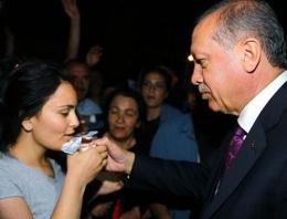 Erdoğan genç kızı böyle teselli etti